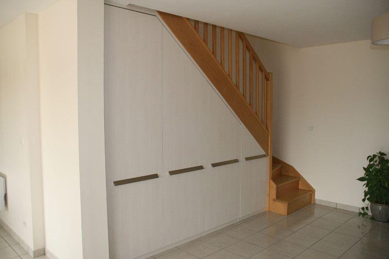 sous escalier pente. Black Bedroom Furniture Sets. Home Design Ideas